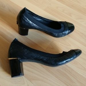 Tory Burch Carrie Quilted Mid Heel Pump Size 8 M